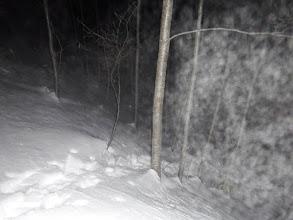 沢から林道へ登る(白いのは息)