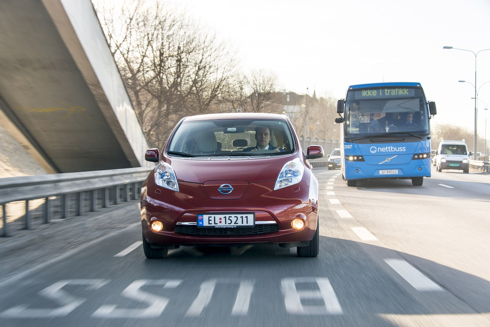 Nissan_Leaf_in_bus_lanes_Norway.jpg
