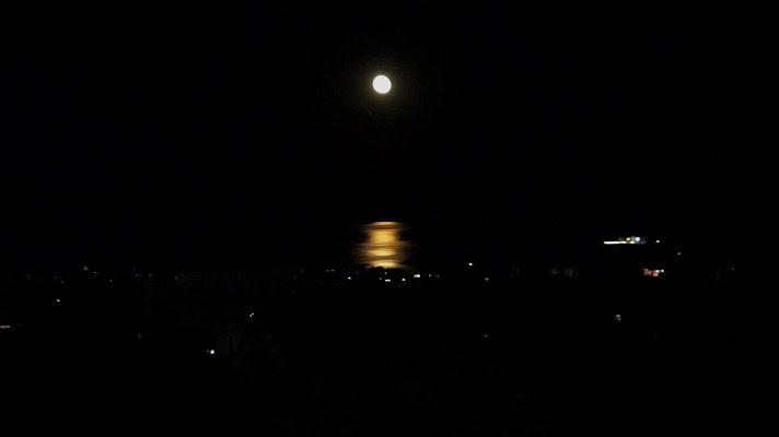 Luna Piena sul mare di Elisabetta Di Franco
