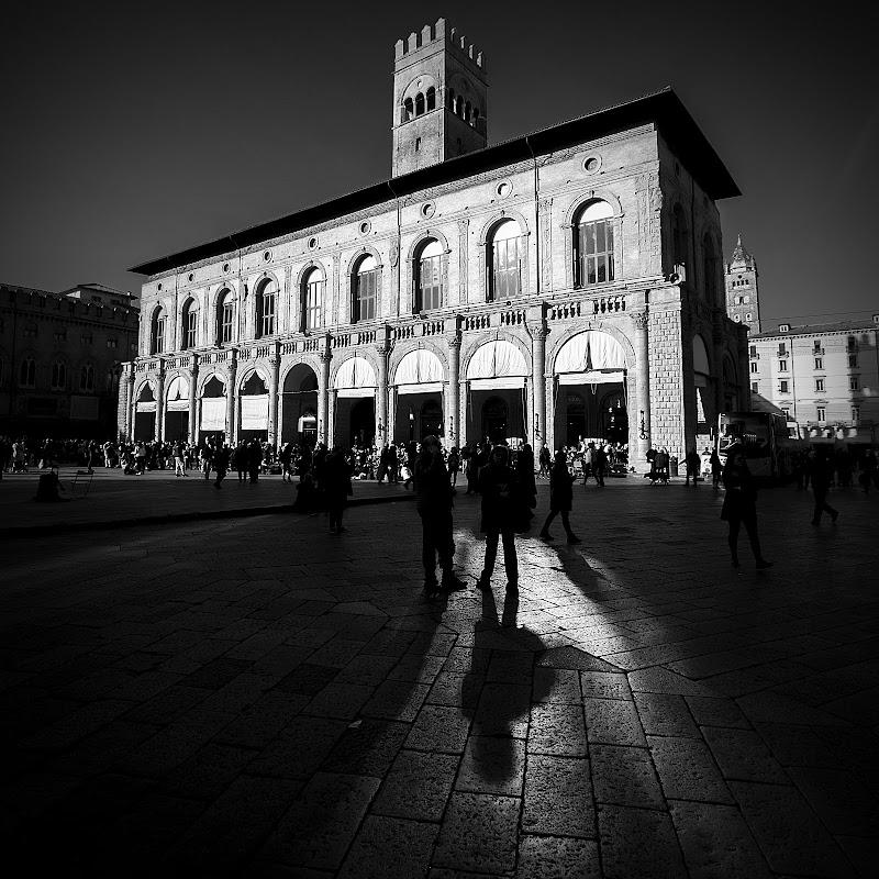 Ombre in piazza Maggiore di Sebastiano Pieri