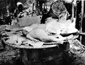 Photo: BÊN THẮNG CUỘC - HUY ĐỨC                            Terrorist Communists attacked Thanh My Village (Quang Nam province) and killed many Vietnamese women and children in May 1970. http://www.vietnam.ttu.edu/virtualarchive/items.php?item=VA056315 Cộng sản khủng bố tấn công Thanh Mỹ Village (Quảng Nam). Giết chết nhiều phụ nữ và trẻ em Việt Nam tháng 5 năm 1970.