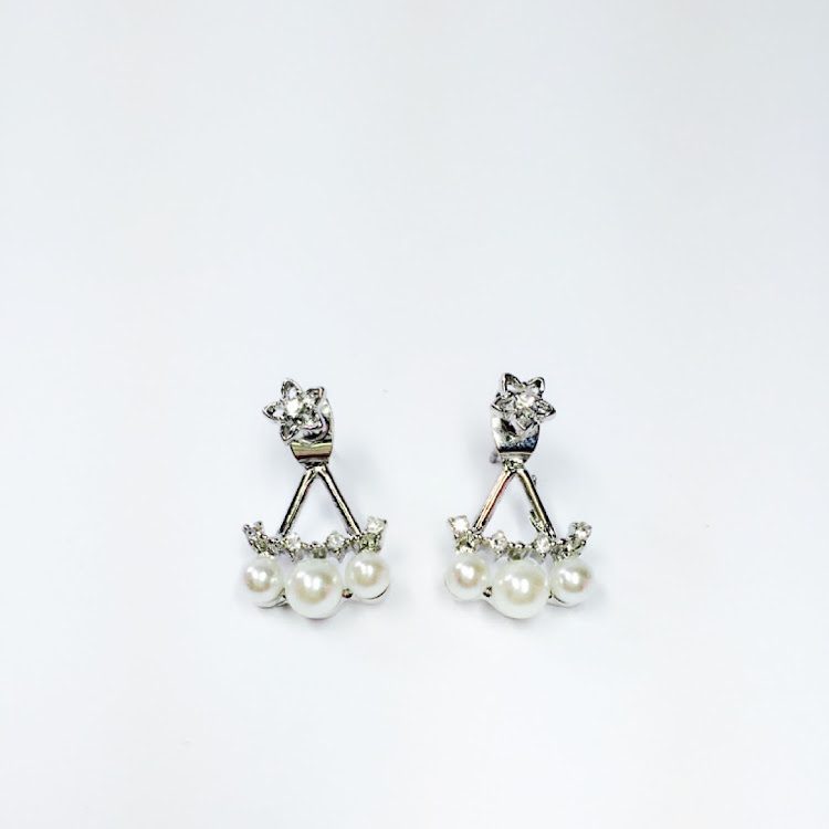 E054_S - S. Shining Star Faux Pearl Earrings by House of LaBelleD.