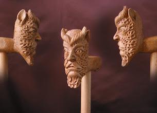 "Photo: Bastón ""cabeza fabulosa"". Talla en madera. Woodcarving.    Para leer algo más en relación con esta obra ir al blog: http://tallaenmadera-woodcarving-esculturas.blogspot.com/2009/04/tres-nuevos-bastones-gallo-perro-boxer.html"
