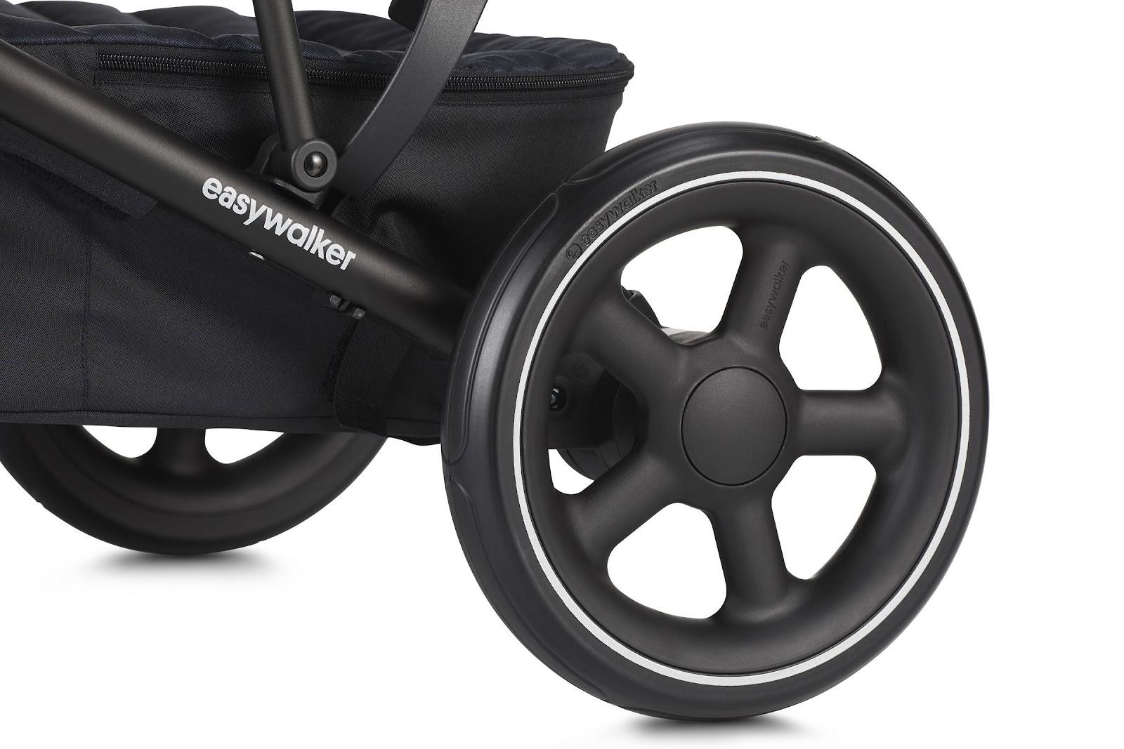 Изображение выглядит как черный, сидит, передний, велосипедАвтоматически созданное описание