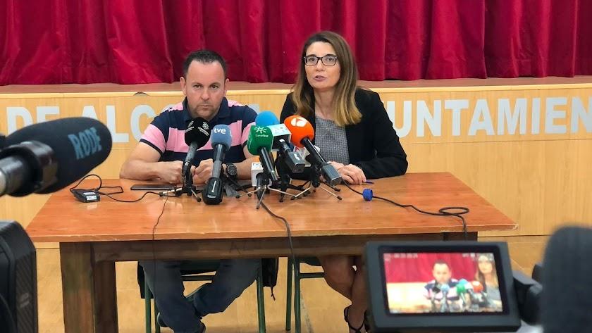 Sergio Fernández, padre del menor asesinado, y su abogada, Josefa Castillo.