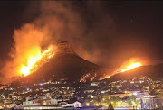Lion's Head and Signal Hill ablaze on January 27 2019.