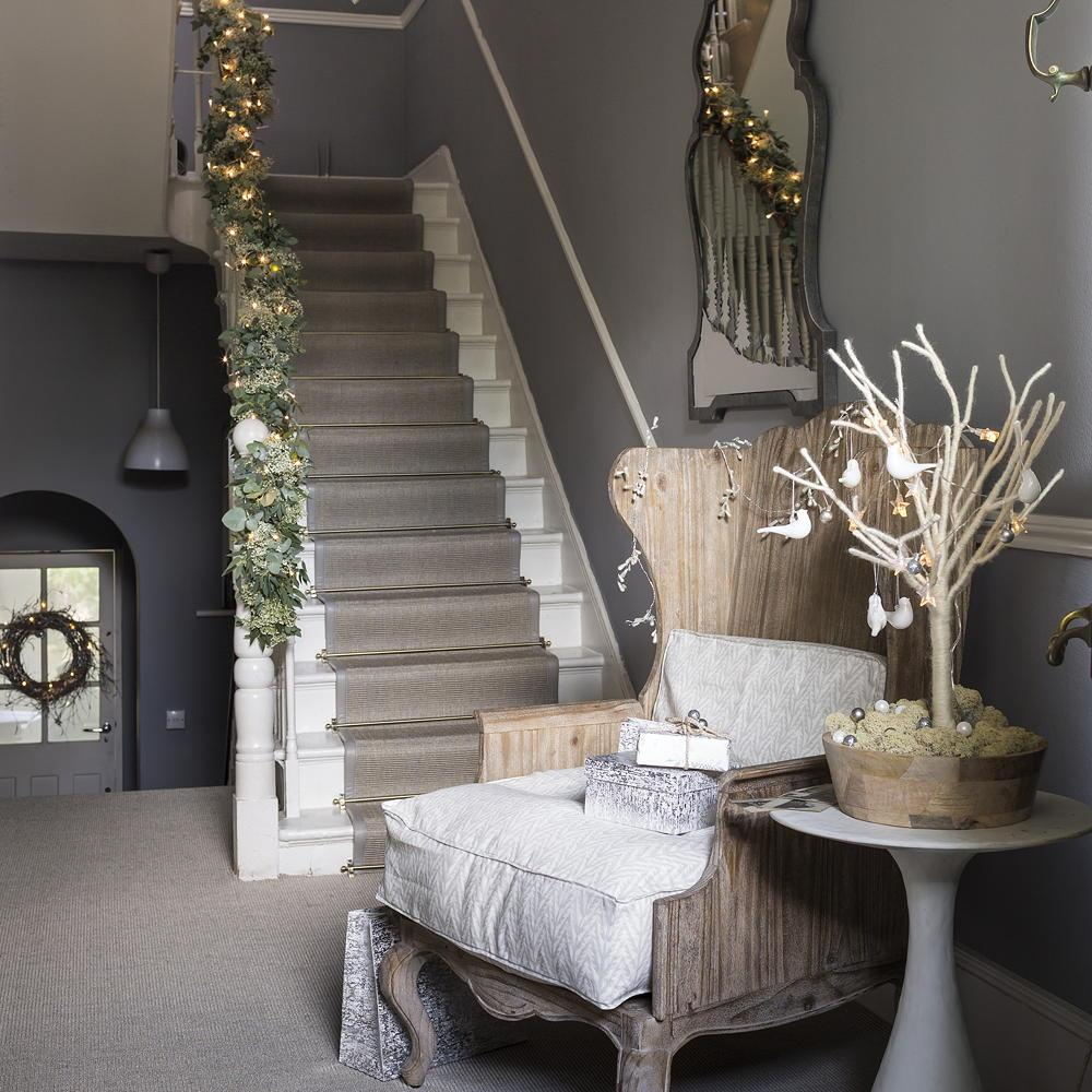 Christmas hallway decorating ideas 1