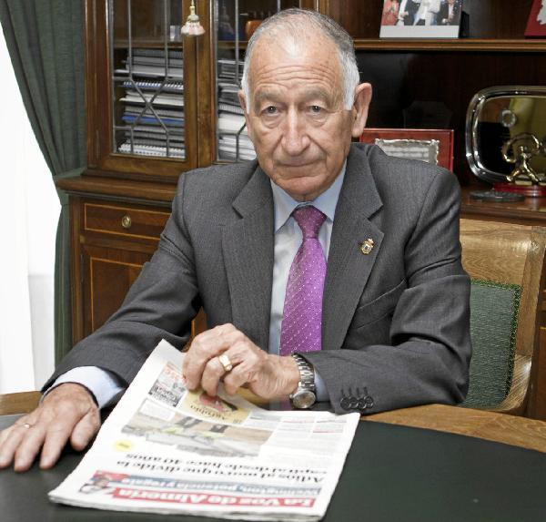 Dimite el alcalde de Roquetas de Mar, Gabriel Amat, tras ser aprobada una moción de censura por todos los grupos de la oposición