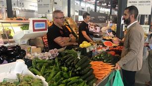 El alcalde en una visita al Mercado Central