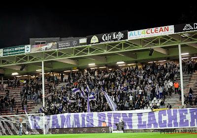 📷 Le Sporting Charleroi avait souhaité la bienvenue aux supporters anderlechtois