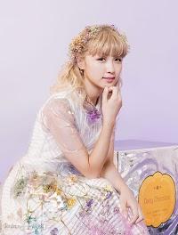 "Ami, promovendo o single ""Wonderland""."