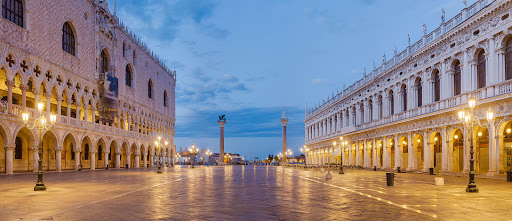 Piazzetta-San-Marco-Venice.jpg - View of Piazzetta San Marco toward Grand Canal of Venice, at dawn, with Doges' Palace on the left and Biblioteca Marciana on the right. The two columns are, from left to right, Saint Mark's, protector of the city, and Saint Theodore's.