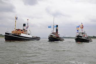 Photo: Foto: H. Hoffmann  3 Bodewes boten op één rij