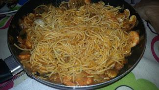 Spaguettis con marisco.