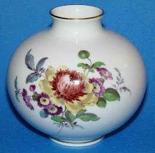Photo: Meissen Porcelain Vase Crystal Porcelain Ware Shop www.crystalporcelainwareshop.com