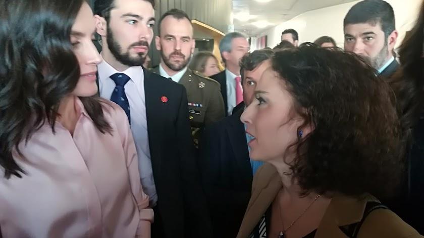 GEMA ESTEBAN charla con la Reina Letizia el pasado jueves en Madrid, durante el acto de celebración del Día Mundial de las Enfermedades Raras