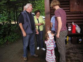Photo: Paul Lüdi und Simon Dettwiler mit seinen Kindern.
