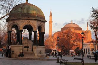 Photo: Ayasofya mečetė saulei leidžiantis, Stambulas  Ayasofya mosque at the sunset, Istanbul.
