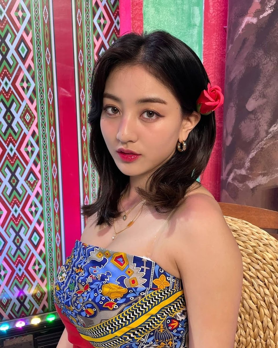 my computer is now filled with pics of jihyo