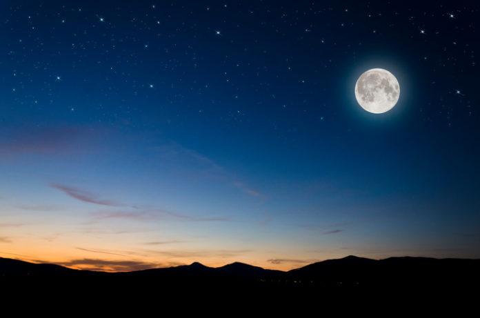 月 が 綺麗 です ね 返し まとめ 「月が綺麗ですね」の意味と返し方まとめ!定番&断るときの言葉を解...