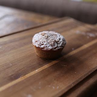 Kolač od rogača (Carob cake).