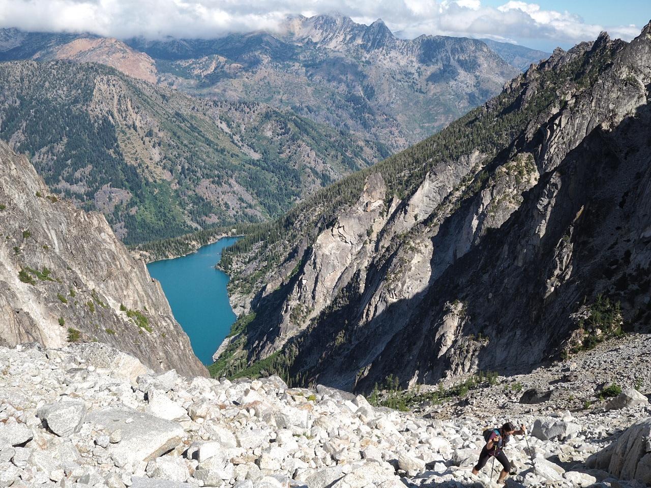 Padre pierde la vida tras caer 2000 metros en viaje con su hijo