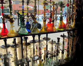 Photo: Vesipiippuja on tarjolla joka toisessa liikkeessä ja jokaisessa (?) kahvilassa/ravintolassa
