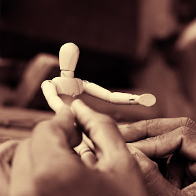 play by my tunes by Usman Irani - Artistic Objects Toys ( mumbai, toy, hands, puppet, play, chor bazaar,  )