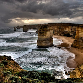 The 12 Apostles by Harvey Horowitz - Landscapes Waterscapes ( the great ocean road, australia )
