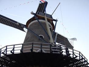 Photo: De vang wordt gelicht en de molen komt (met hulp) in beweging!