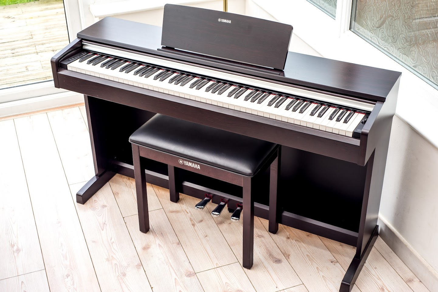 yamaha arius ydp 142 full size digital piano 88 key weighted keyboard stool ebay. Black Bedroom Furniture Sets. Home Design Ideas