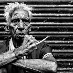 I still remember the pain life has given to me! by Ramakant Sharda - Black & White Street & Candid ( portraiture, blackandwhite, old, life, black and white, white, old man, portraits, portrait, black )