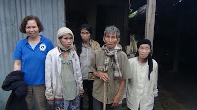 Photo: Phát tiền cho Ngườii Nghèo ơ Hà Linh/Hương Khê/Hà Tĩnh