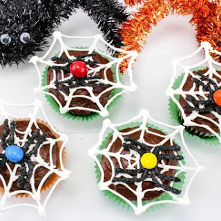 Halloween Spiderweb Cupcakes With Chocolate Spiders.
