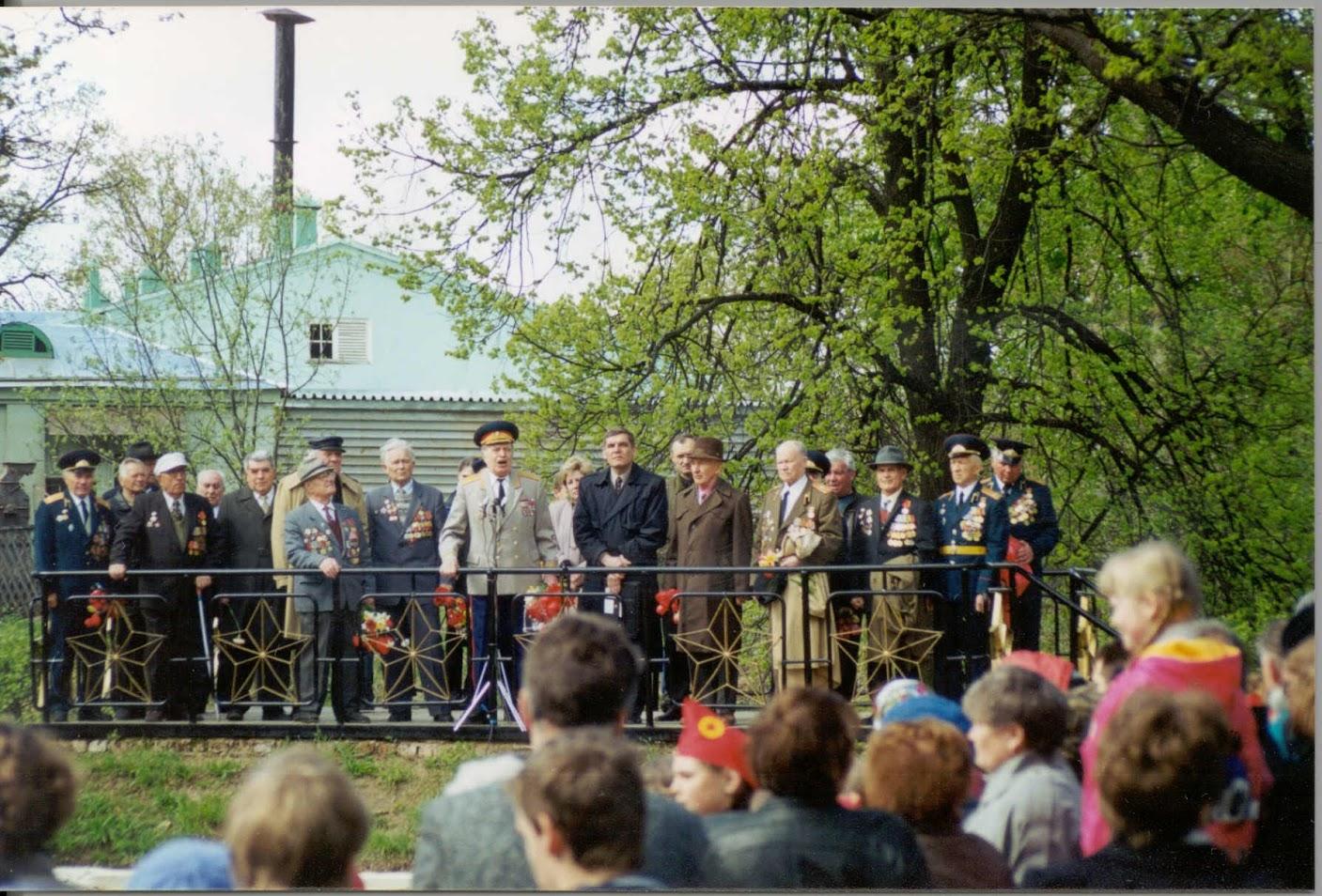 Ветераны Луговой. 9 мая 2004 года