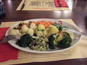 Photo: Мой ужин. Разные вкусные овощи. Я простыл, поэтому не ем мяса. 21,5 франков (23 доллара)