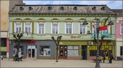"""Photo: Piata Republicii, Nr.39 - 2017.03.20   inscriptie: - """"Casa din piatra, cu 6 camere, datand dinainte de 1874, a fost reconstruita dupa 1917 cu etaj, 2 pravalii, 11 incaperi in stil eclectic, cu interventii si adaptari de la inceputul sec. XX (1902) - Primaria Turda, 2011"""" Album: - http://ana-maria-catalina.blogspot.ro/2016/02/turda-piata-republicii-nr39.html"""