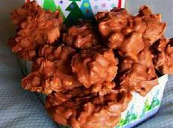 Crockpot Chocolate Peanut Clusters Recipe