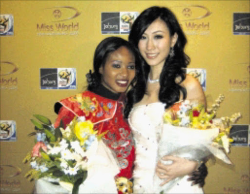 ON PAR: Sierra Leone's Mariatu Kargbo and Miss Canada Yanbing Ma won the Miss Talen  final of the Miss World pageant at the Victory Theatre in Johannesburg. Pic. Louise McAuliffe. 22/11/2009. © Sowetan.
