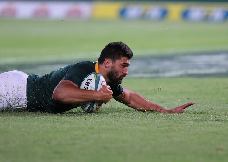 Damian de Allende of the Springboks scores try during the Rugby Championship match between South Africa and New Zealand at Loftus Stadium in Pretoria on October 6, 2018.