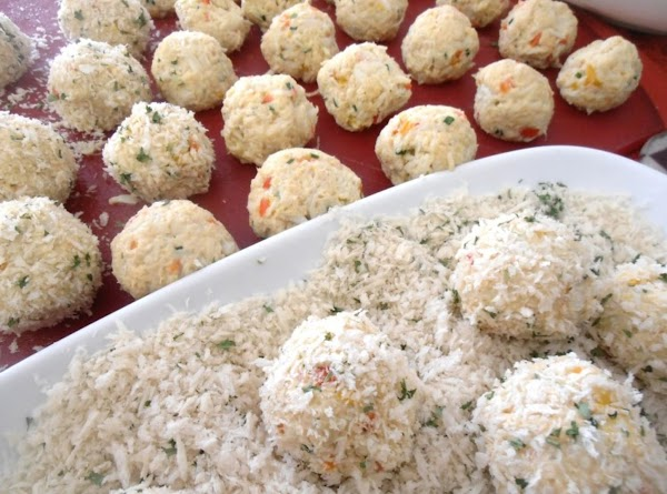 on a large plate combine remaining bread crumbs and parsley.  form the crab...