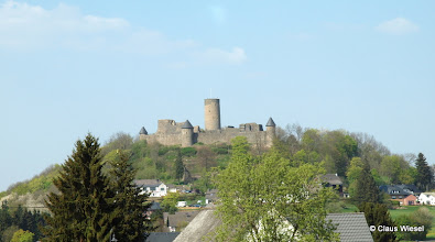 Photo: Die Nürburg aus Sicht von Tribüne 13.