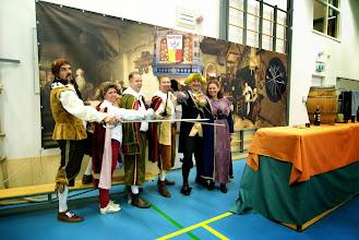 Photo: vlnr: Johannes, Miranda, Baron Eberhard, Markies Surtout, Mattheo en Conchita