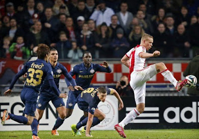 Ex-scheidsrechter vindt dat VAR PSV benadeelde in topper tegen Ajax