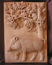 Photo: Comedores de bellota. Tamaño: 34 x 24 cm. Talla en madera. Woodcarving.  Para leer algo más en relación con esta obra ir al blog: http://tallaenmadera-woodcarving-esculturas.blogspot.com/2014/07/ardilla-y-jabali.html