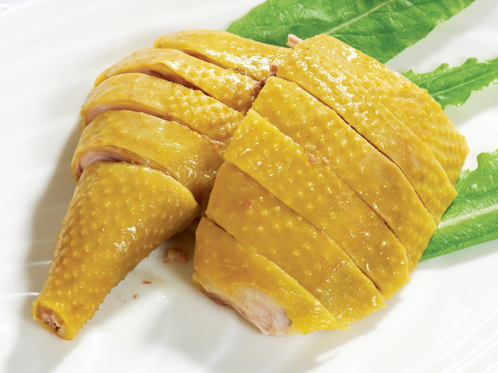 Mẹo luộc gà da vàng, đẹp cho mâm cỗ ngày Tết