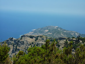 Photo: Το ακρωτήριο του Καφηρέα όπως φαίνεται από την Ανεμοπύλα.