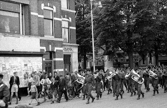 Photo: 0024. Bevrijding, geallieerde muzikanten op de hoek van de Laan van Meerdervoort en de Regentesselaan .  http://www.loki-travels.eu/
