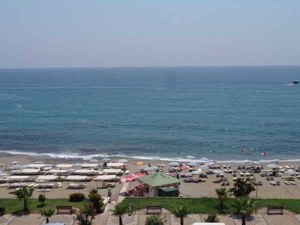 CLUB BAYAR BEACH