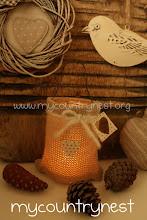 Photo: lanterna ricoperta con un maglione di recupero